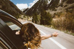 10 niezbędnych kosmetyków w podróży