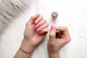 Trwałe lakiery do paznokci dla Pani domu