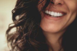 Wybielanie zębów dla smakoszy kawy – pielęgnacja jamy ustnej